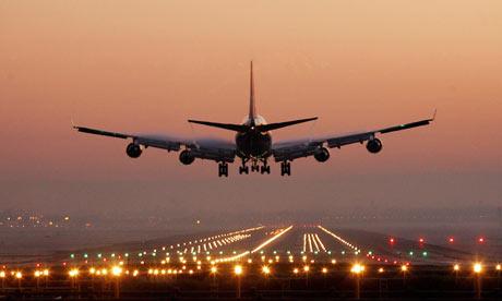 Plane-at-Gatwick-001